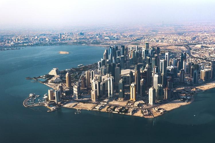 طرق السفر إلى قطر 2020 ومتوسط الرواتب في قطر