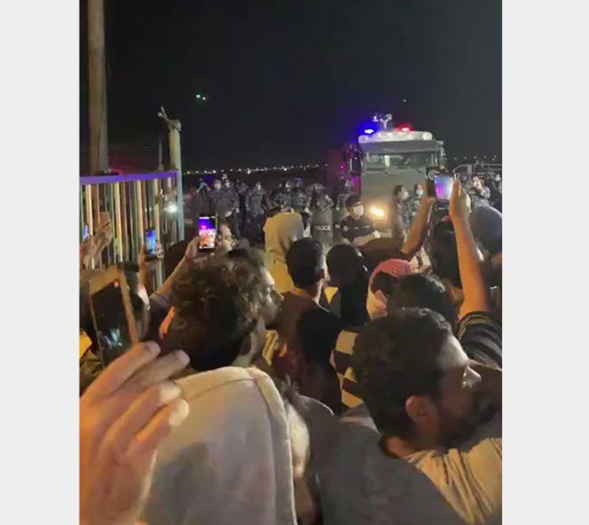 الكويت تفض اعتصاما لمصريين عالقين طالبوا سلطات بلادهم بإعادتهم